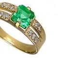 Выбираем золотое кольцо с изумрудом