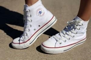 converse-ukhod-za-belymi-kedami