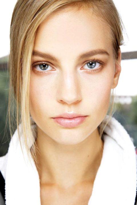 Как сделать естественный макияж: изучаем новый тренд весеннего сезона 2021