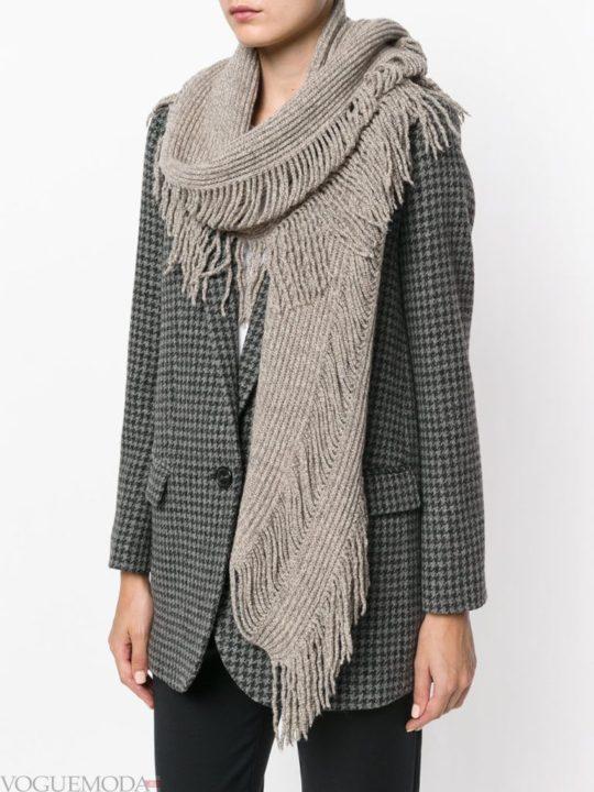 Модные шарфы зима 2021: в союзе с женственностью и очарованием