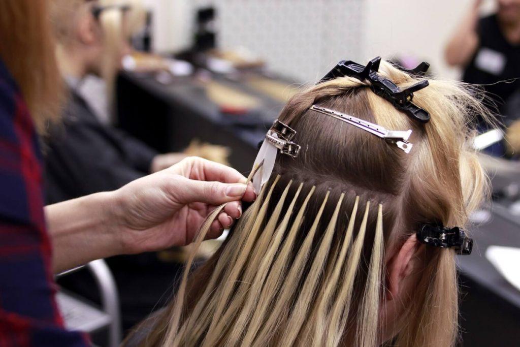 Наращивание искусственных волос: преимущества и недостатки