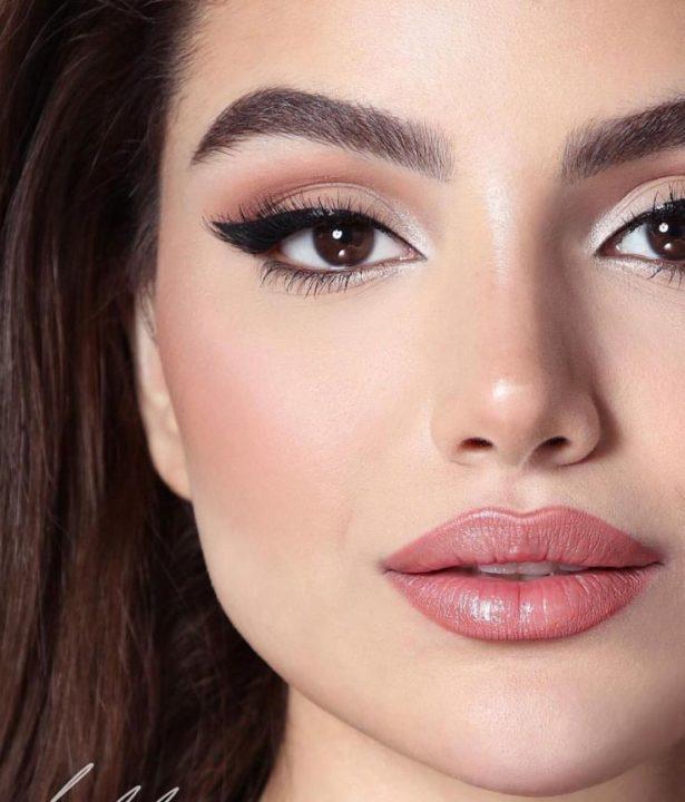 Делаем яркий макияж 2021 года