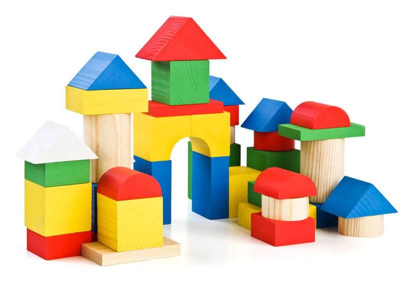 Кому нравится играть с деревянным конструктором?