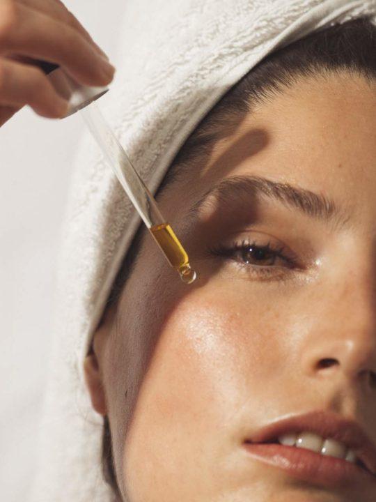 Вот что происходит с вашей кожей, если вы ежедневно употребляете витамин С. Этот ингредиент может творить чудеса.