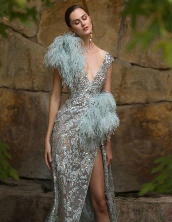 Платье с перьями 2021